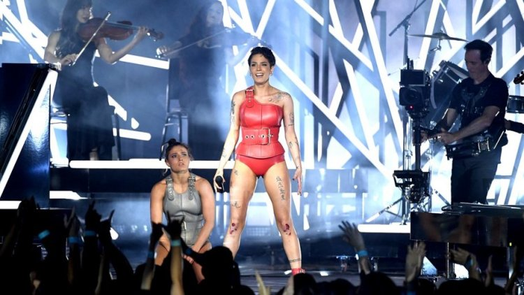 halsey_performs_onstage_during_the_2019_billboard_music_awards-getty-h_2019_.jpg
