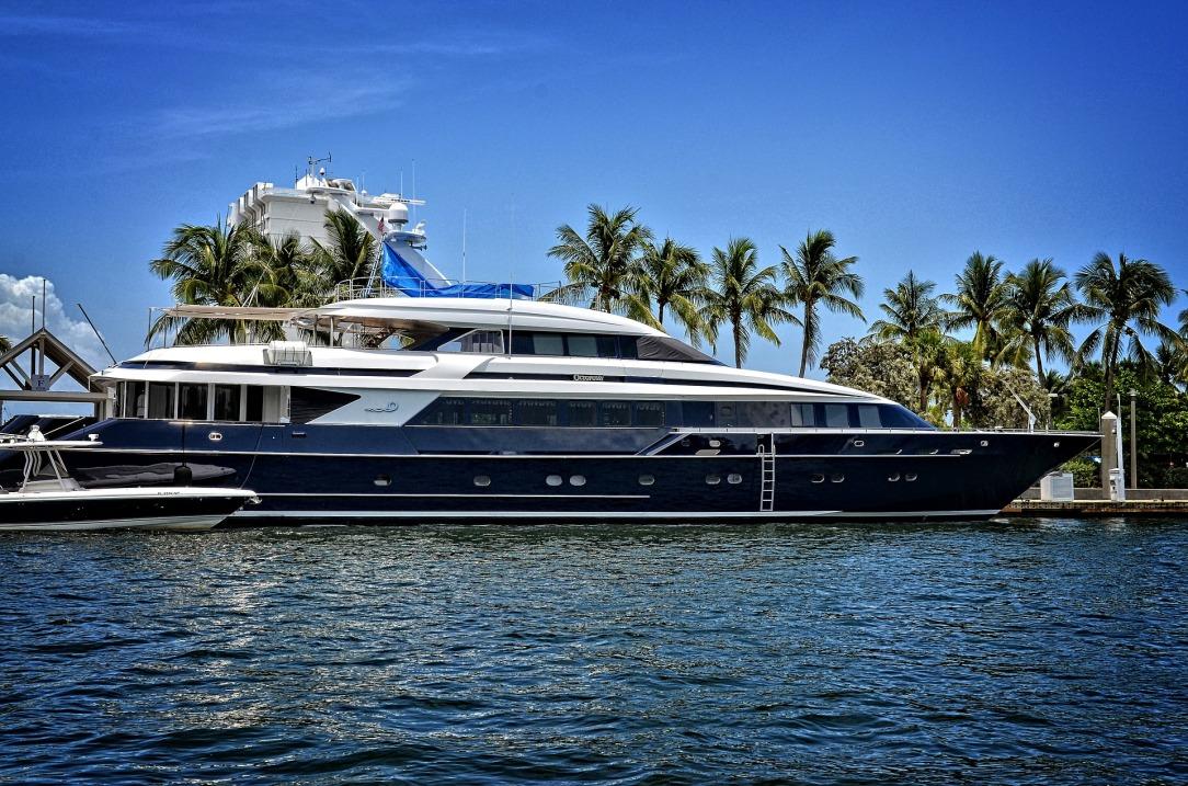 yacht-1604478_1920.jpg